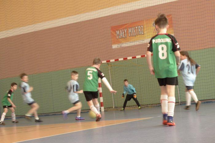 Turniej halowej piłki nożnej dla dzieci w urodzonych w roku 2007 i młodszych