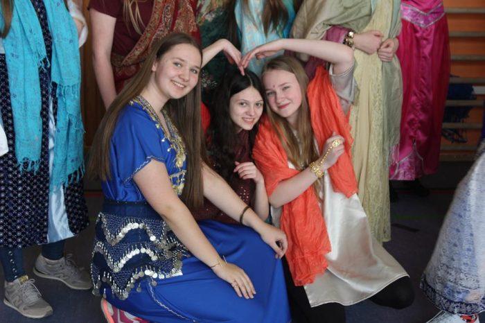 Próba do musicalu w stylu Bollywood w ramach zajęć artystycznych klas 3 gimnazjum [GALERIA]
