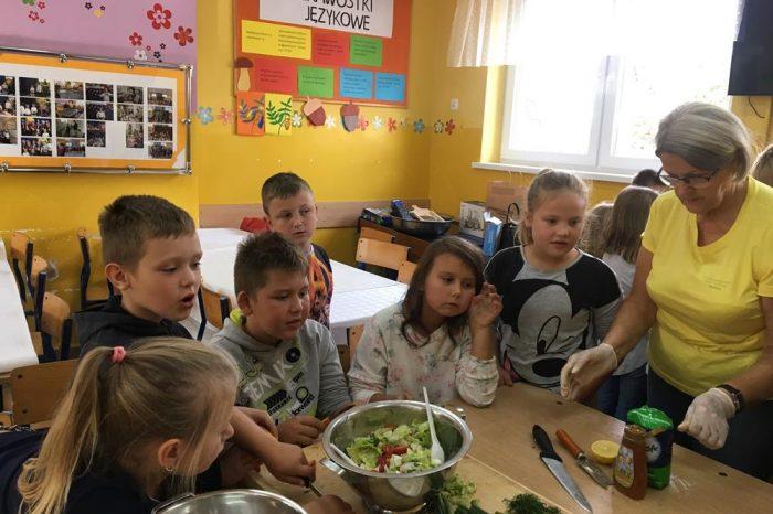 """Warsztaty Stowarzyszenia Kobiet Gminy Stare Pole ''Tradycja"""" poświęcone zdrowej żywności"""