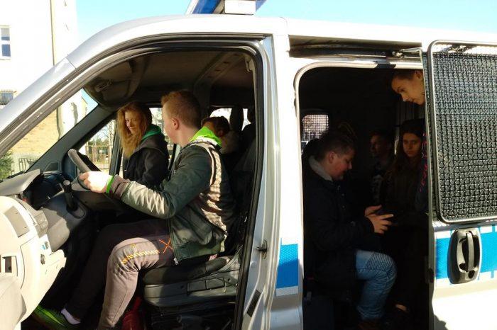 Wycieczka edukacyjna klas VIII do Komendy PowiatowejPolicji