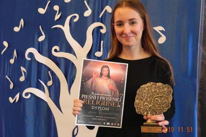 I miejsce naszej uczennicy w III Żuławskim Konkursie Pieśni i Piosenki Religijnej